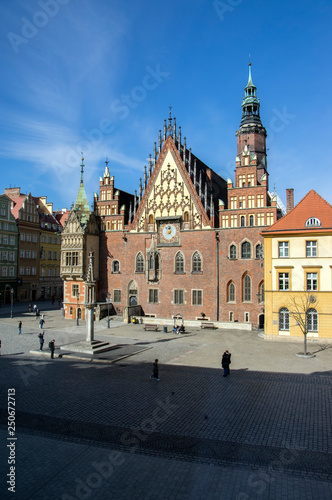 mata magnetyczna City hall with tower on main Wroclaw square, touristic season, sunny and blue sky