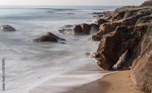 Côte rocheuse de Bretignolles sur mer en Vendée  © juju