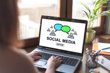 Social media concept on a laptop screen © thodonal