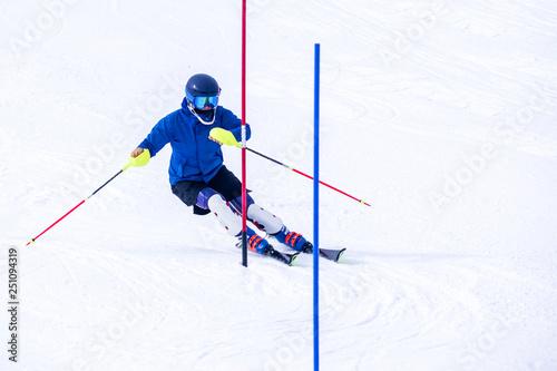 mata magnetyczna People are enjoying downhill skiing and snowboarding