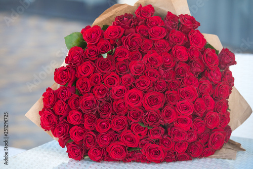 Leinwanddruck Bild Large bouquet of 101 red rose.