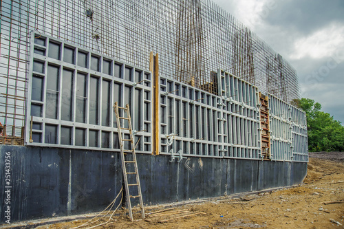 Panel formwork for the construction of a bridge retaining wall | Buy