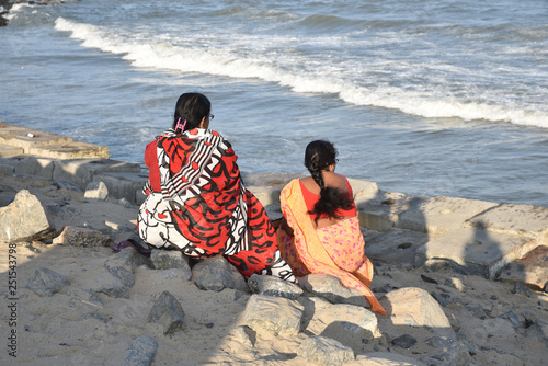 Face à l'océan à Pondichéry, Inde du Sud - 251543798