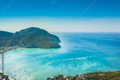 mer turquoise et ile - 251767148