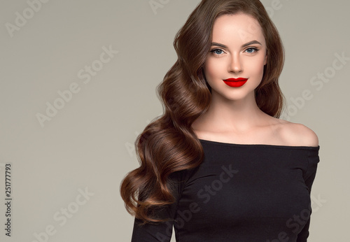 Beautiful hair woman long brunette hairsstyle healthy skin