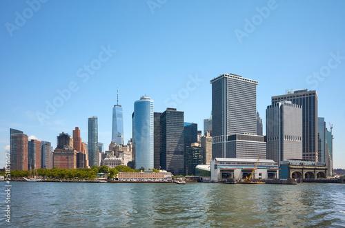 obraz lub plakat New York City skyline on a sunny summer day, USA.