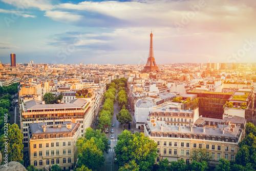 mata magnetyczna Cityscape of Paris at sunset.