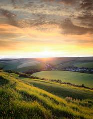 stimmungsvoller Sonnenaufgang über den Hügeln © SusaZoom