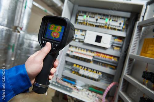 Leinwanddruck Bild thermal imaging inspection of electrical equipment