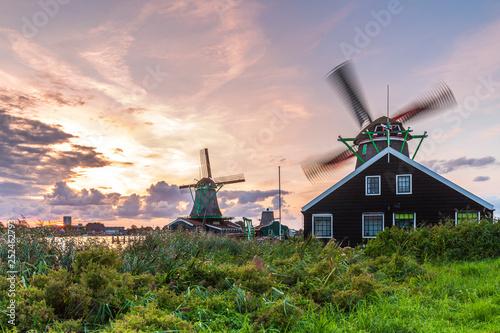 Leinwanddruck Bild Traditional Dutch windmills at dusk, Zaanse Schans, Amsterdam
