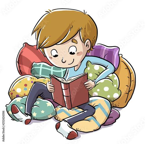 niño leyendo un libro entre cojines