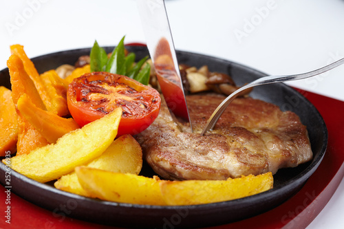meat with potatoes - 252636935
