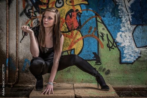 Fashionshooting vor Graffiti © Hans und Christa Ede