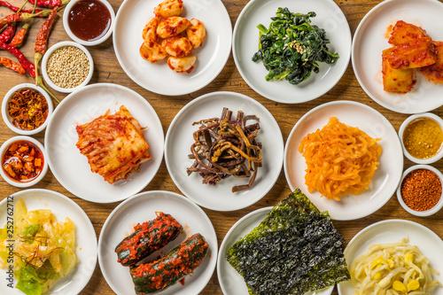 典型的な韓国料理 typical Korean foods - 252762712
