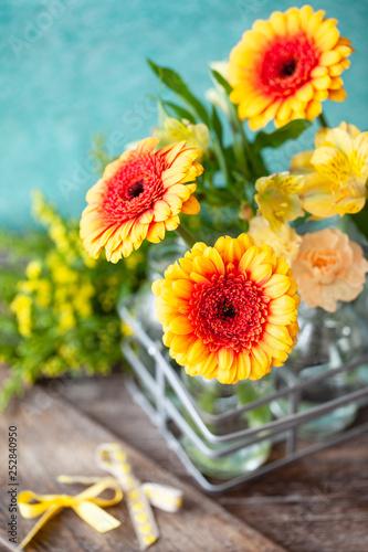 Leinwanddruck Bild Leuchtend gelbe Gerbera
