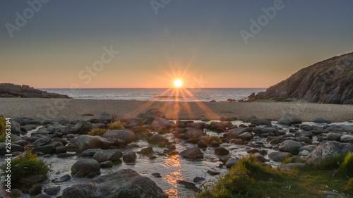 Puesta de sol sobre Monte Louro en Porto do Son.