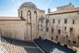 La cour du Palais des papes