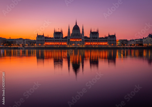 obraz lub plakat Budapest Parliament at Dawn - Epic Sunrise over Budapest Parliament - Hungary