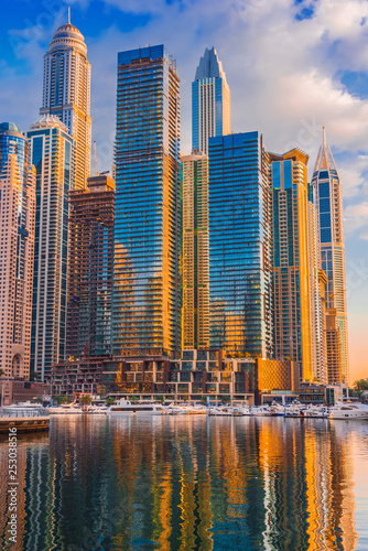 mata magnetyczna Modern residential architecture of Dubai Marina, UAE