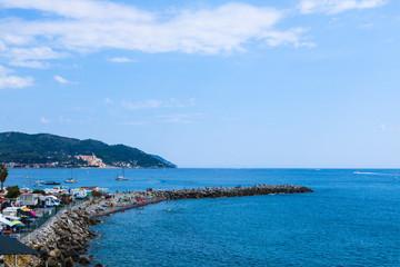 Vista dall'alto di una scogliera rocciosa, viaggi, natura e paesaggi in Liguria