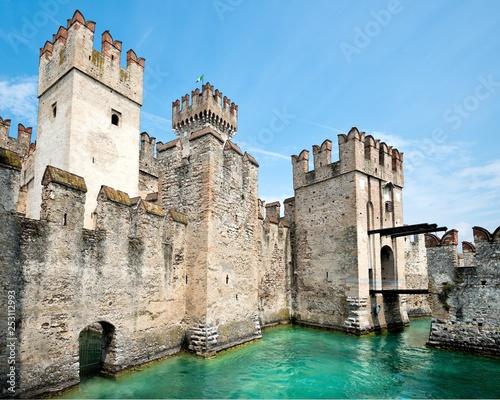 Leinwanddruck Bild Scaligero Castle, Sirmione Italy