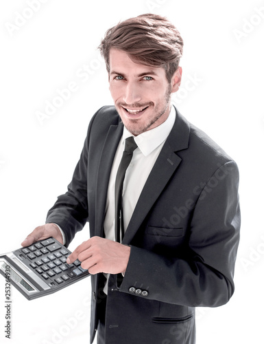 man points to the calculator and looks at the camera - 253264930
