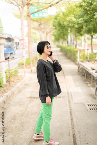 obraz lub plakat Asian woman talking on cellphone