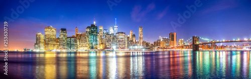 Skyline Panorama von Manhattan mit Brooklyn Bridge, New York City, USA