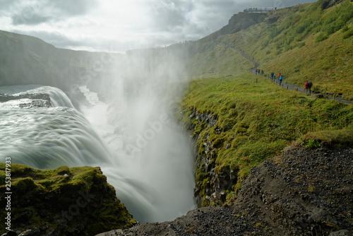 am Wasserfall Gullfoss, Island © sailer