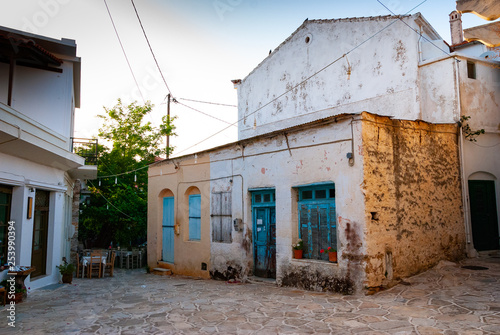 An old colorful house and an alley bathed in sunlight in Greece © Michel