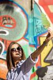 Junge Schöne Frau im Urban Stadt Berlin