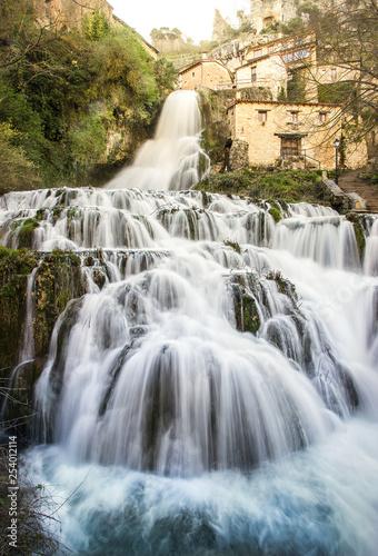 Leinwanddruck Bild Orbaneja del Castillo Burgos