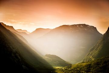 Abendlicht im Gebirge © by-studio