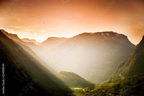 Abendlicht im Gebirge