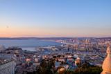 Vue aérienne sur la ville de Marseille, coucher de soleil. Provence, France.