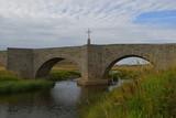 Petit pont de pierre dans l'Aubrac