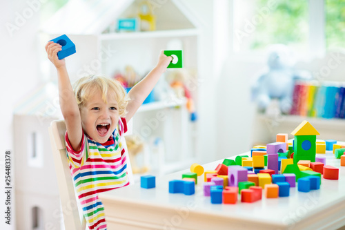 Leinwanddruck Bild Kids toys. Child building tower of toy blocks.