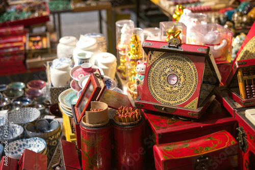 mata magnetyczna Old Chinese compass at antique market in Hong Kong 香港の骨董市場