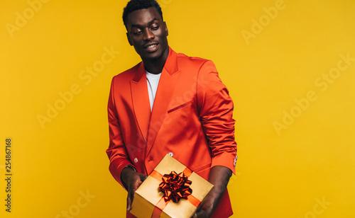 Leinwandbild Motiv Stylish african man with a gift