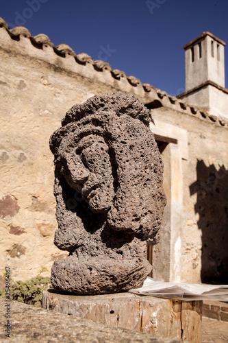 Busto di gesu in pietra  - 254964167