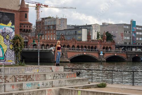 Foto Murales Gabi Gold calling berlin