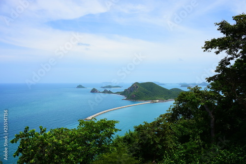 Fototapeten Strand Sea views and islands close to Sattahip Naval Base, Thailand. The view from the high peaks.