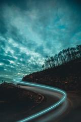 Montagna con concetto di fantasia con nubi minacciose. © Polonio Video