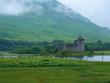 Leinwanddruck Bild - Burgruine am See im schottischen Hochland