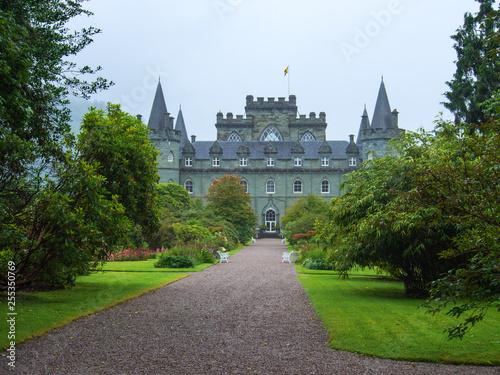 Leinwanddruck Bild Inveraray Castle im schottischen Hochland