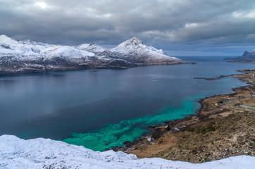 Fjord aux îles Lofoten en Norvège © Valentin d'Ersu
