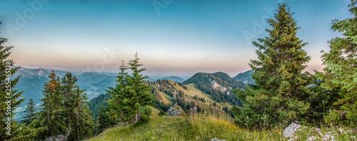 Sonnenaufgang in den Alpen © Indi