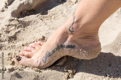 Piede con tatuaggio