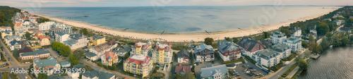 Stadtbild Bansin mit Strand Panorama - 255735959