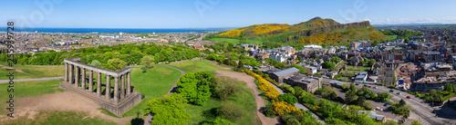 Leinwanddruck Bild Panorama von Edinburgh von Calton Hill aus